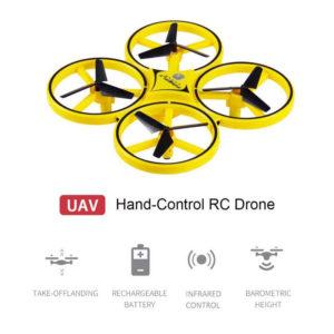 drone quadcopter me thlexeirismo daktylou