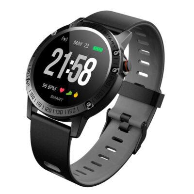 adiavroxo smartwatch bluetooth me metrhseiw gia athlites